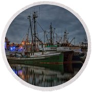 Round Beach Towel featuring the photograph Full House 2 by Randy Hall