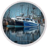 Round Beach Towel featuring the photograph Full House by Randy Hall