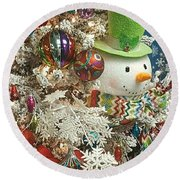 Fun Snowman Holiday Greeting Round Beach Towel
