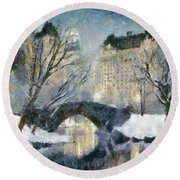 Gapstow Bridge In Snow Round Beach Towel