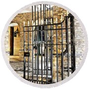 Gates At Hay's Galleria London Round Beach Towel
