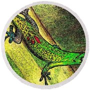 Gecko On The Green Round Beach Towel