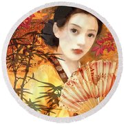 Geisha With Fan Round Beach Towel