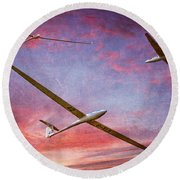 Gliders Over The Devil's Dyke At Sunset Round Beach Towel