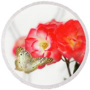 Golden Butterfly On Roses Round Beach Towel