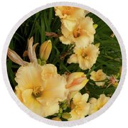 Golden Day Lilies Round Beach Towel