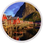 Golden Hour In Reine Round Beach Towel