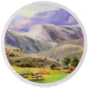 Grazing In The Salmon River Mountains Round Beach Towel
