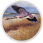 Great Blue Heron At The Beach Round Beach Towel