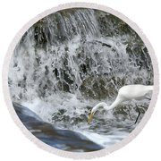 Great Egret Hunting At Waterfall - Digitalart Painting 1 Round Beach Towel