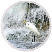 Great Egret Hunting At Waterfall - Digitalart Painting 2 Round Beach Towel