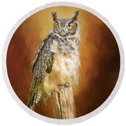 Great Horned Owl In Autumn Round Beach Towel