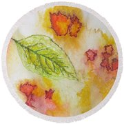 Green Leaf Of Fall Round Beach Towel