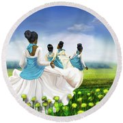 Green Pastures Round Beach Towel