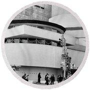 Guggenheim Museum Nyc Bw Round Beach Towel