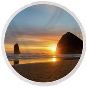 Haystack Rock At Cannon Beach During Sunset Round Beach Towel