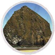Haystack Rock, Cannon Beach, Or Round Beach Towel