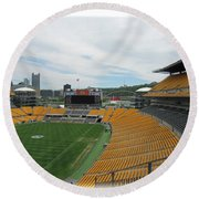 Heinz Stadium With Pittsburgh Skyline Round Beach Towel