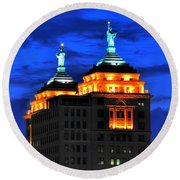 Hello Goodbye In Stormy Skies Atop The Liberty Building Round Beach Towel