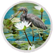 Heron With Water Lillies Round Beach Towel