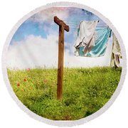 Hobbit Clothesline And Poppies Round Beach Towel