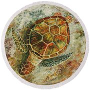 Round Beach Towel featuring the painting Honu On The Beach by Darice Machel McGuire