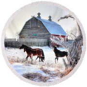 Horses And Barn Round Beach Towel