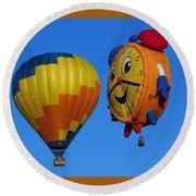 Hot Air Balloon Conversation Round Beach Towel