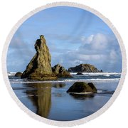 Howling Dog Round Beach Towel