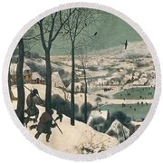 Hunters In The Snow Round Beach Towel