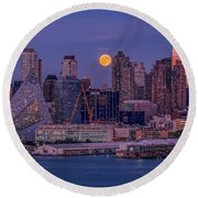 Hunter's Moon Over Ny Round Beach Towel