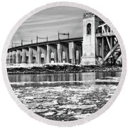 Ice Flows On The East River Round Beach Towel