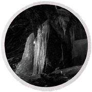 Icicle Of The Forest Round Beach Towel