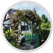 Idyllic Holly Trees Cottage Round Beach Towel