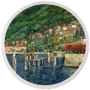 il porto di Bellano Round Beach Towel