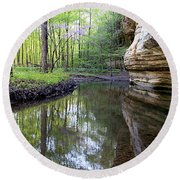 Illinois Canyon In Springstarved Rock State Park Round Beach Towel