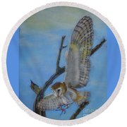 In Flight Barn Owl Round Beach Towel
