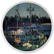 Round Beach Towel featuring the photograph In For Ice by Randy Hall