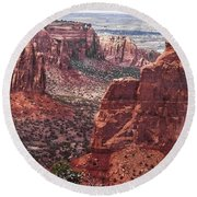 Independence Monument At Colorado National Monument Round Beach Towel