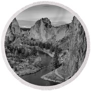 Jagged Peaks And The Crooked River Round Beach Towel
