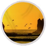 James Island And Pelicans Round Beach Towel