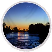 Jupiter And Venus Over The Willamette River In Eugene Oregon Round Beach Towel