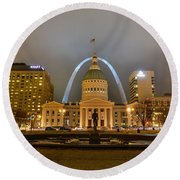 Kiener Plaza And The Gateway Arch Round Beach Towel