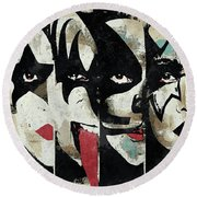 Kiss Art Print Round Beach Towel