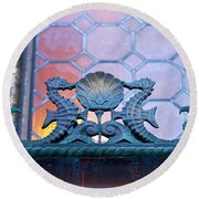 Kissing The Shell Round Beach Towel