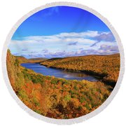 Lake Of The Clouds Fall Glory Round Beach Towel
