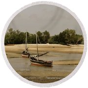 Lamu Island - Wooden Fishing Dhows At Low Tide With Pier - Antique Round Beach Towel
