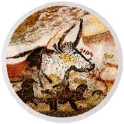 Lascaux Hall Of The Bulls Round Beach Towel