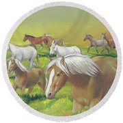 Leading The Bell Mare Round Beach Towel