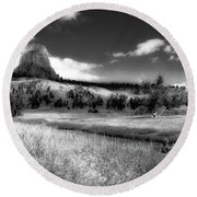 Legend Of The Bear Wyoming Devils Tower Bw Round Beach Towel
